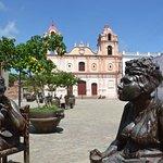 Le statue in Plaza del Carmen