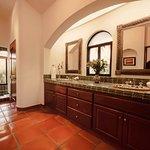 Suite Santa Barbara Bathroom.