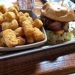 Photo de Burger Bench