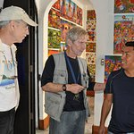 Richard also conducts tours - here he is introducing us to an artist in San Juan.