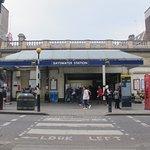 Stasiun Tube depan Hostel