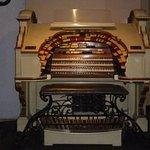 órgão dentro do bar do hotel,tem outros,muito interessante o espaço.