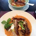 Knusprige Ente auf rotem Curry