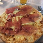 pizza scamorza e crudo