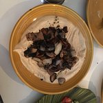 Hummus with roasted mushrooms