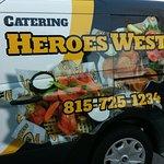 Foto de Heroes West Sports Grill