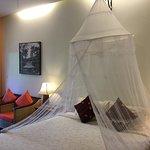 二階の部屋。蚊帳が釣ってある。