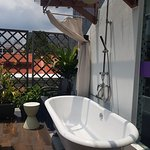 Suite with Terrace: Bathtub