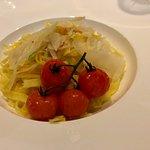 Frische Safran Nudeln mit Gemüse