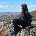 Puedes subir hasta la cima y tendrás una hermosa vista de Zacatecas. Lugar tranquilo y de paz.