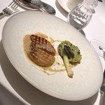Foie gras chaud Tarte fine de poireaux et truffes noires Cebette