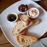 Olives & Houmous