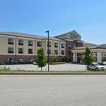 Holiday Inn Express Hotel & Suites WHEELING