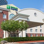 Holiday Inn Express Tower Center New Brunswick