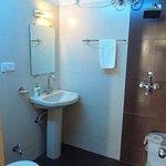 clean bath room