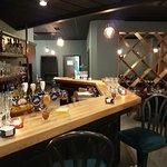 Le Bar, pour y boire un verre ou y manger.