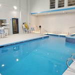 Newly Renovated Heated Indoor Pool/Jacuzzi