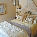 Granny Smith Guest Room (Queen bed)