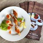 Блины с красной икрой, малосоленым лососем и сыром Филадельфия. Специальное блюдо нашего меню.