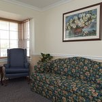 Colonial Lodge Parlor Suite
