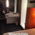 Lavabo à l'intérieur de la chambre