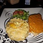 Filé de Pirarucu com risoto de queijo coalho e taperebá (cajá).
