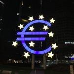 夜間はユーロマークが際立ちますね