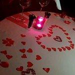 طاولة الطعام بتجهيزات رومانسية