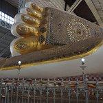 Pied de 2 m du bouddha au SHWETHALYAUNG Buddha
