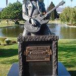 Johnny Ramone grave California - not in the museum in Berlin!