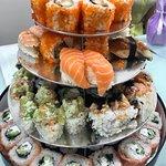Party de luxe set, в описании 108 роллов и 8 суши.