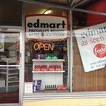 Foto di Edmart Delicatessen Incorporated