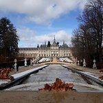 Jardines y palacio