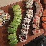 tonno e pomodori secchi, avocano, salmone