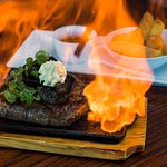 Flames on 40 Restaurant Bar照片