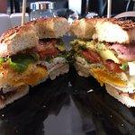 Foto van Bagel House Cafe & Bakery