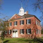 The New Bern Academy, built in 1766, now serves as a museum.