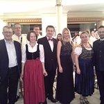 Saisoneröffnung durch die Postmusik Salzburg mit Sängerinnen und Sänger.