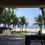 Ésta es la vista del comedor hacia la playa.