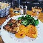 Tofu mariné, butternut rôtie et mâche. Venez déguster le plat du jour concocté par Gueye