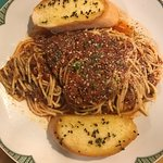Came for dinner. Attentive service. Cozy atmosphere. Spaghetti with homemade meat sauce and blac