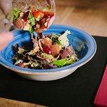 Shake Shake: Tacos de atún marinados, salsa Nam Pri Ka tailandesa, cherrys, uva, cebolla roja...