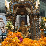 Bild från Erawan Shrine (Thao Mahaprom Shrine)