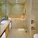 Suite Room (Bathroom)