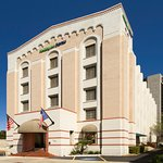 Holiday Inn Express & Suites Riverwalk Exterior