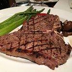Porterhouse steak w/asparagus & mushrooms