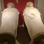 los dos sarcofagos