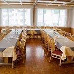 Der grosse und schöne Saal ist extrem flexibel und somit für verschiedene Anlässe geeignet.