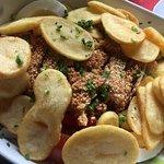 salatka pod pieczonym ziemniakiem. bardzo sycaca :)