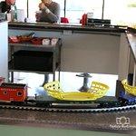 صورة فوتوغرافية لـ 2Toots Train Whistle Grill